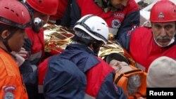 Спасатели в Турции трудятся круглые сутки