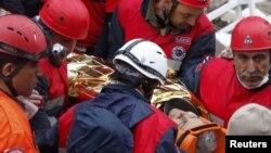 Турция: удалось вытащить живой из-под завалов бабушку спасенной чуть ранее двухнедельной девочки