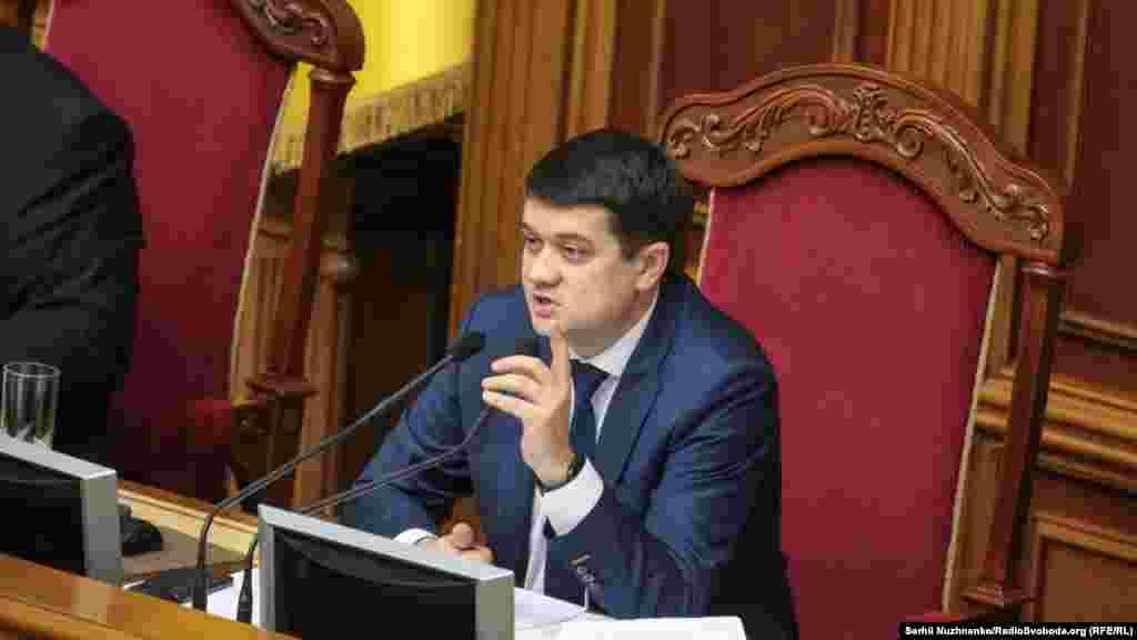 Голова Верховної Ради Дмитро Разумков зазначив, що заяви від Гончарука не отримував. Відповідно до закону, прем'єр-міністр України має право заявити про свою відставку Верховній Раді України. Парламент розглядає заяву протягом десяти днів.