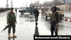 Силите за безбедност на Авганистан во близина на воената академија Маршал Фахим во Кабул. 29.01.2018