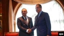 Орусиянын тышкы иштер министри Сергей Лавров жана Түркиянын тышкы иштер министри Мевлүт Чавушоглу.