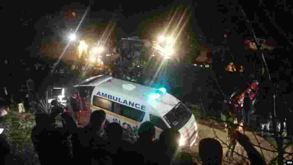 МАКЕДОНИЈА - 13 се загинати, а над 30 повредени откако патнички автобус со 50-тина патници излетал и се превртел на патот Скопје - Тетово, кај селотоЛаскарци.
