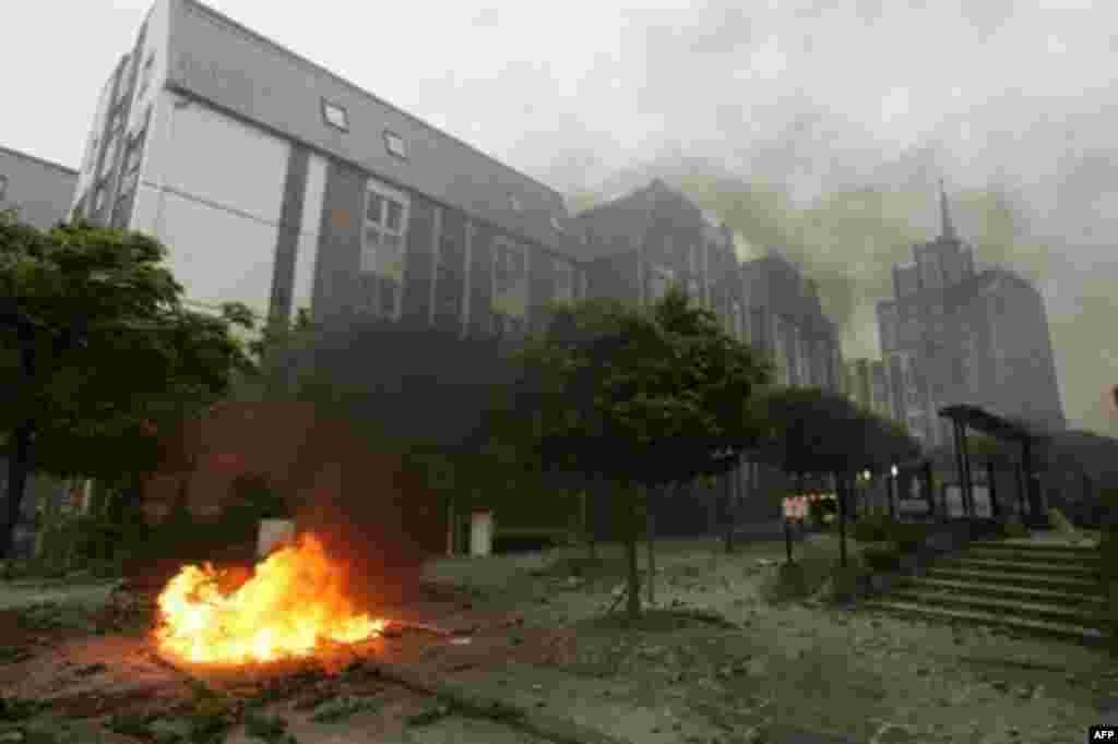 در مرکز شهر روستوک دود غلیظی دیده می شد