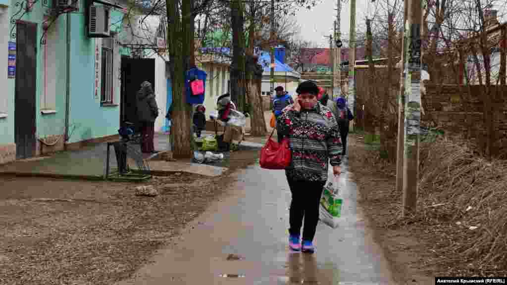 Одна из улочек поселка Октябрьского Красногвардейского района Крыма