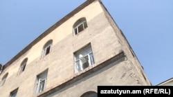 Այս շենքում ապաստանած ազատամարտիների ընտանիքներին սպառնում են զրկել իրենց կացարաններից