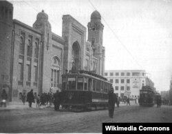 1920-ci illər - Bakıda ilk tramvaylar (Lenin (indiki Azadlıq) prospektində Sabunçu vağzalı qarşısında)