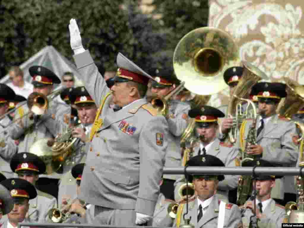 Військовий парад з нагоди Дня Незалежності 24 серпня 2008 року в Києві (фото з офіційного сайта Президента України) - Парад День Незалежності 1