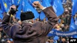 Susținătorii lui Ianucovici sărbătoresc victoria la Kiev