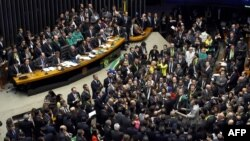 Нижня палата парламенту Бразилії голосує щодо імпічменту президента країни, 17 квітня 2016 року