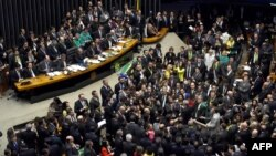 Голосование по президентскому импичменту в нижней палате парламента Бразилии.