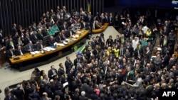 Votimi i Mosbesimit në shtëpinë e ulët të Kongresit, Brazil, 17 prill 2016
