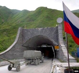 Любой российско-югоосетинский проект является взносом в политический капитал кого-то из местных игроков. Чехарда проектов и предложений сбивает с толку – все труднее отделить тренды от пиара