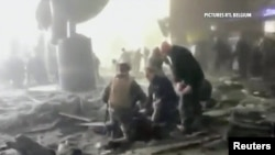 Spasilčke ekipe na mjestu napada na arodrom, Brisel 22. mart 2016.