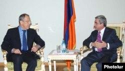 Президент Серж Саргсян (справа) принимает главу МИД РФ Сергея Лаврова, 14 января 2010 г.
