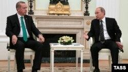Түркия президенті Режеп Тайып Ердоған (сол жақта) және Ресей президенті Владимир Путин. Мәскеу, 23 қыркүйек 2015 жыл.