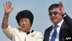 Президент Кыргызстана Роза Отунбаева и спикер Жогорку Кенеша Ахматбек Келдибаев.