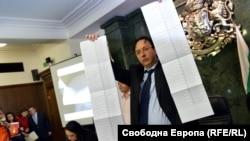 "Роман Василев държи бюлетини по време на аферата ""Костинброд"""