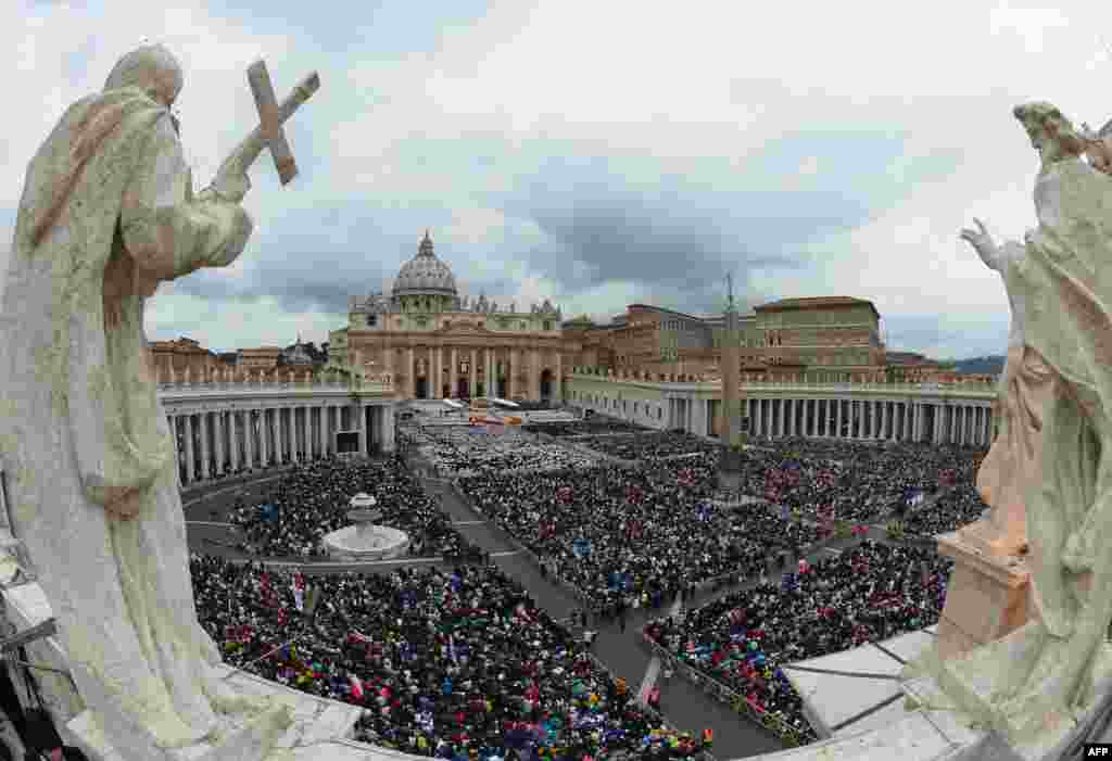A huge crowd gathered on St. Peter's Square in the Vatican for the historic dual canonization of Roman Catholic Popes John XXIII and John Paul II. (AFP/Vincenzo Pinto)