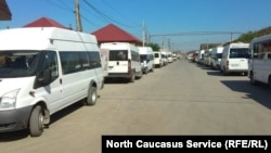 Пока водители голодают, транспорт простаивает