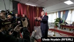 Президент Беларуси Александр Лукашенко выступает перед журналистами в Минске. 17 ноября 2019 года.