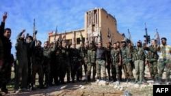 Սիրիա - Կառավարական բանակը Քվեյրեսի ռազմական օդանավակայանի շրջափակումը վերացնելուց հետո, 11-ը նոյեմբերի, 2015թ.