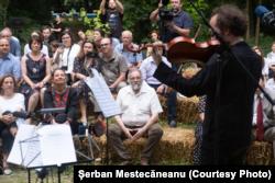 La concertul de la Conacul P.P. Carp, la Țibănești cu violistul Răzvan Popovici, și arh. Șerban Sturdza spectator în primul rând