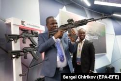 На выставке российского оружия, проходившей в рамках саммита в Сочи