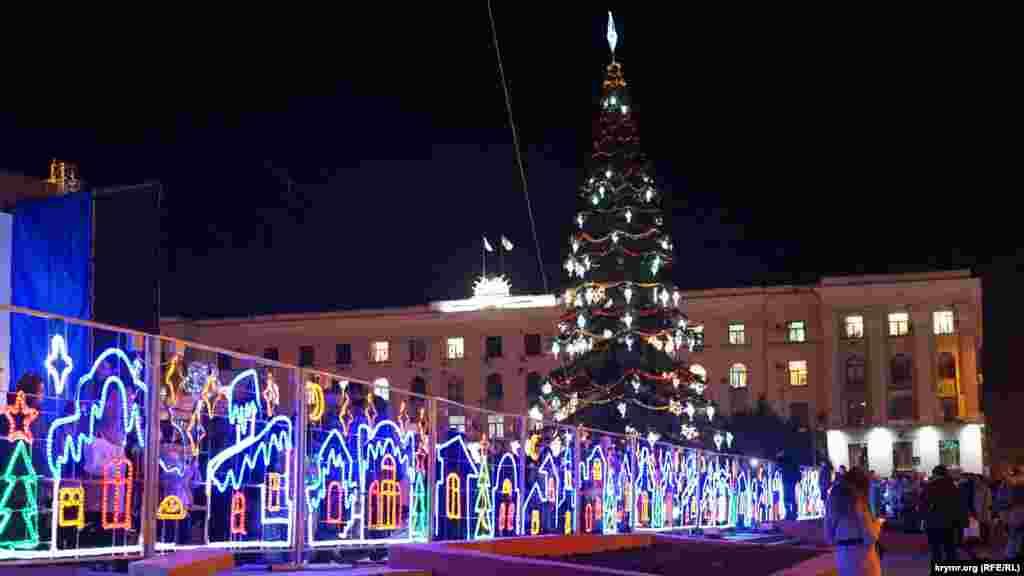 Открытие главной елки Крыма на площади в Симферополе