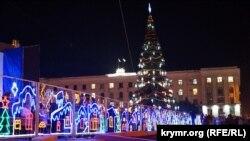 Святкові ялинки в Криму (фотогалерея)
