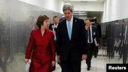 U.S. Secretary of State John Kerry (right) made his remarks after meeting with EU foreign policy chief Catherine Ashton (left) in Washington on May 6. (file photo)