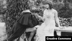 "Беверли Бэйн и Фрэнсис Бушмэн в немом фильме 1916-го года ""Romeo and Juliet"", Metro Pictures film"