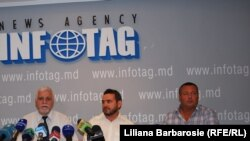 The so-called Ilascu group -- Andrei Ivanțoc, Tudor Popa, and Ștefan Urîtu (left to right) -- at a news conference on August 10.