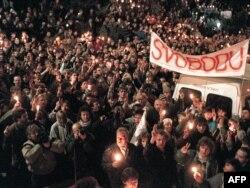 یکی از بزرگترین تظاهرات ضدکمونیستی شهروندان پراگ در ۲۷ نوامبر ۱۹۸۹