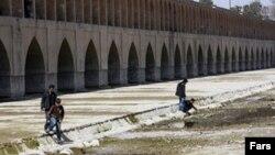 نیویورک تایمز در گزارشی نقش کمآبی را در آغاز اعتراضات خیابانی در ایران بررسی کرده است.