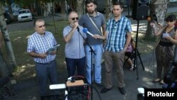 Armenia - Alek Yenigomshian, a leader of Founding Parliament, speaks at a news conference held near a police staiton in Yerevan seized by armed members of the opposition group, 25Jul2016.