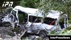 Микроавтобус упал с высоты 80 метров, погибли 17 человек, в том числе водитель и гид
