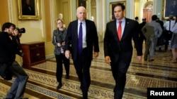 Ілюстрацыйнае фота. Рэспубліканцы Марка Рубіё (справа) і Джон Маккейн
