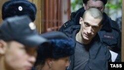 Петр Павленский в здании суда