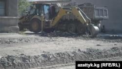 Бишкек. Оңдоо иштери жүрүп жаткан Бөкөнбаев көчөсү.
