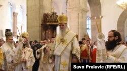 Mitropolit SPC u Crnoj gori Amfilohije predvodi demonstracije protiv Zakona o slobodi vjeroispovjesti. Na slici, tokom službe u manastiru Ostrog u sedmici pred usvajanje Zakona u Skupštini, 21. decembra 2019.