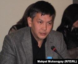 Аймақтық зерттеулер қорының директоры Нұрлан Әлниязов. Алматы, 21 қараша 2011 жыл.