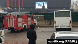 У места инцидента с обвалом грунта на участке строительства метро в Ташкенте.