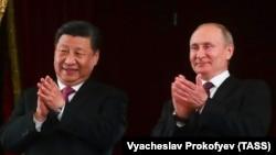 Председатель КНР Си Цзиньпин и президент РФ Владимир Путин в Большом театре, 5 июня 2019 г. Фото ТАСС
