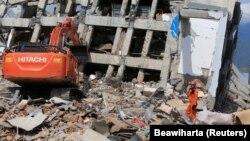 Разрушенное в результате стихийного бедствия здание в районе Палу, Индонезия, 2 октября 2018 года