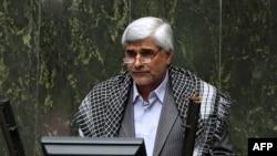 محمد فرهادی میگوید دانشگاه پیام نور «بیرویه و نامتناسب» رشد کرده است.