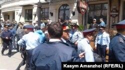 У площади Республики в Алматы. 21 мая 2016 года.