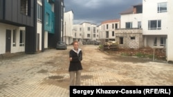 """Дольщица """"Сабидома"""" Юлия Борисова в недостроенном микрорайоне Белый Город"""