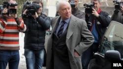 Архивска фотографија: Посредникот на ОН Метју Нимиц пристигнува во Министерството за надворешни работи во Скопје на средба со министерот Никола Попоски на 20 февруари 2012 година.