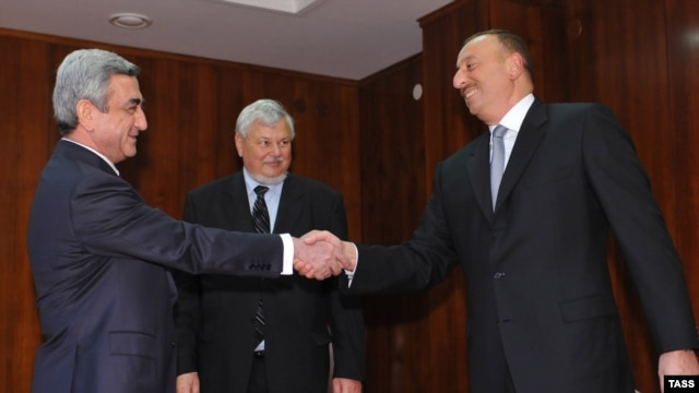 Presidents Serzh Sarkisian of Armenia and Ilham Aliev of Azerbaijan meet in Saint-Petersburg, Russia on June 4, 2009.