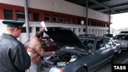 Таможенные пункты пропуска не в состоянии обработать возросший поток машин